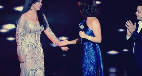 رانيا يوسف تطلب المساعدة من هنيدي بسبب فستانها المُحرج