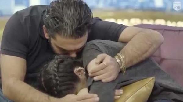 انهيار حلا الترك بعد اعتراف والدها بأنها تتعالج نفسيا