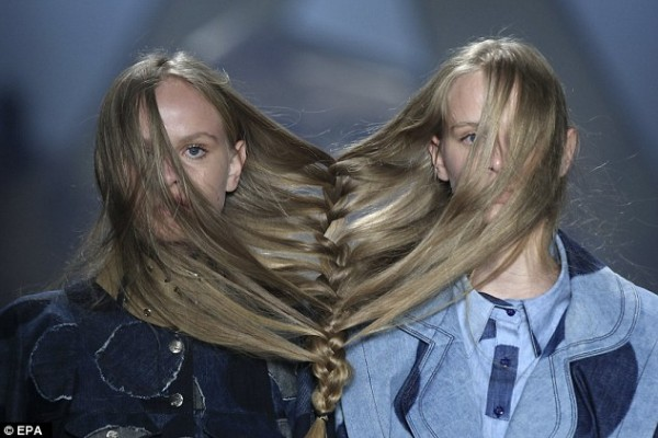 Fashion show in São Paulo sees models with their hair tied together