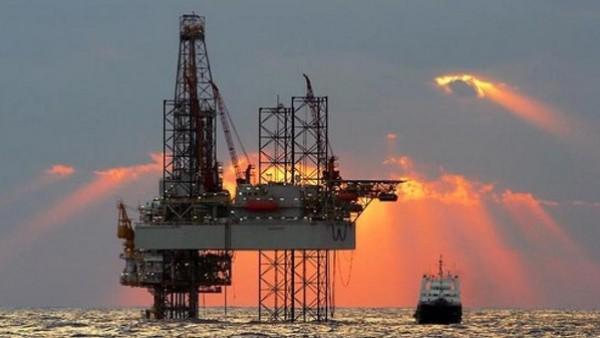 انخفاض أسعار النفط بسبب تزايد الحفارات في أمريكا