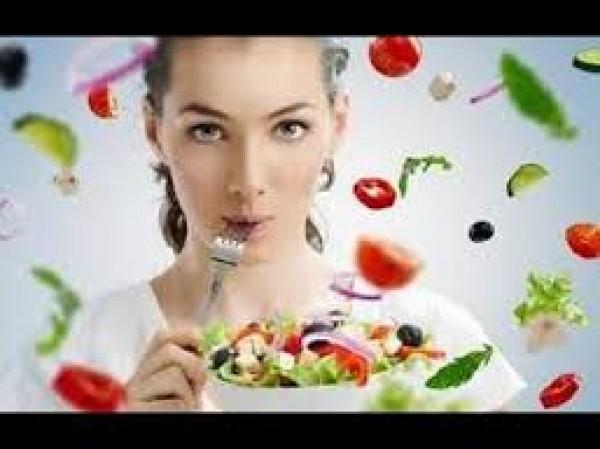 أطعمة تزيد من توترك ابتعدي عنها