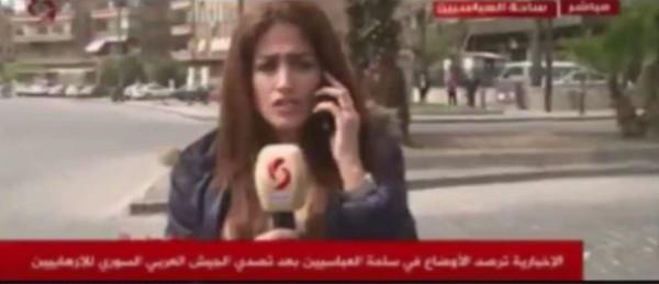 بالفيديو.. مذيعة تسقط قذائف أثناء حديثها عن عدم وجود قصف!