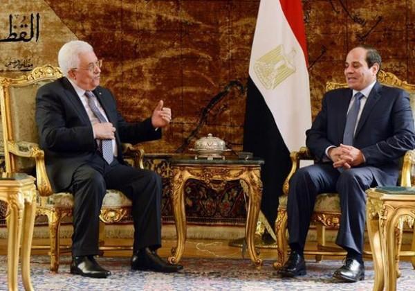 عباس يطالب السيسي بتوفير الغطاء العربي الداعم للقضية الفلسطينية