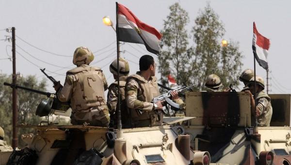 إصابة 8 أشخاص في استهداف مدرعة للشرطة المصرية بالعريش
