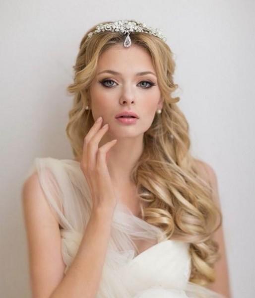 تسريحات رومانية لعروس غير تقليدية 9998810610