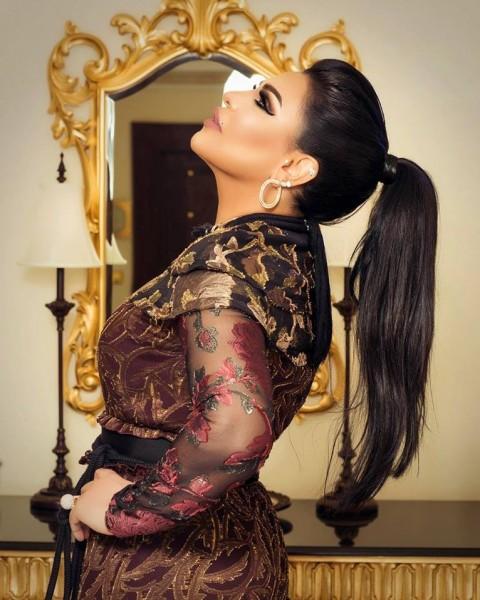 صور فستان أحلام على مسرح أوبرا الكويت يثير السخرية