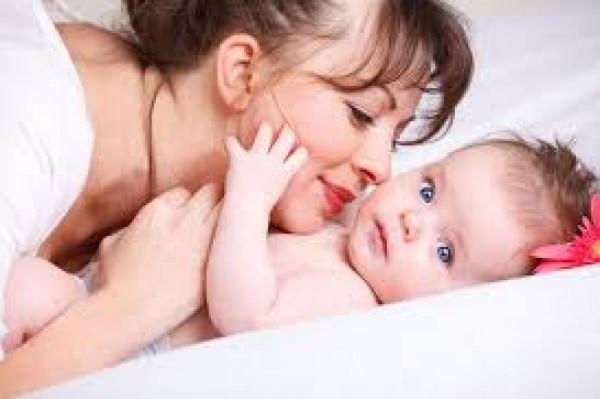 للأم.. اليك طريقة المساج لطفلك