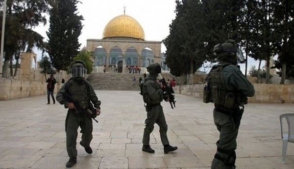 Israel bans 12 Palestinians from entering al-Aqsa mosque for 80 days