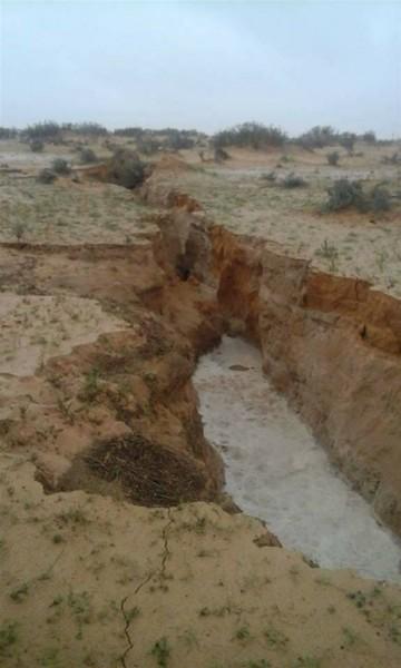 ظاهرة انشقاق أرضي تضرب ليبيا