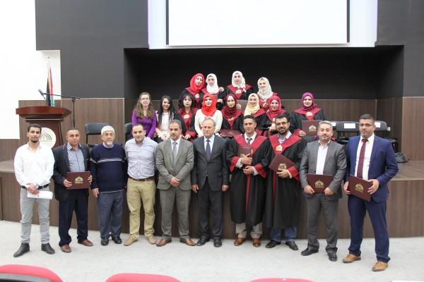 فلسطين الاهلية تحتفل بتخريج طلبة الدبلوم المهني في اللغة الانجليزية