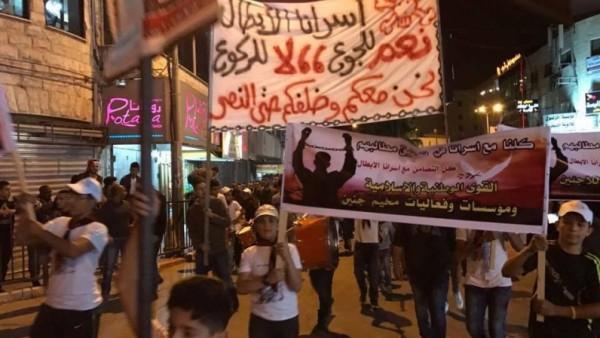 مسيرة في مخيّم جنين دعماً للأسرى المضربين