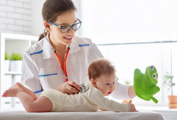 فحوصات ضرورية لحديثي الولادة