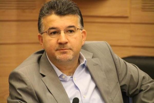 وزارة المواصلات تضيف اللغة العربية في محطات الانتظار