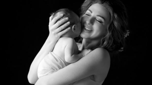 الجمهور يطالب ميريام فارس بالاهتمام أكثر بطفلها بعد هذه الصورة!