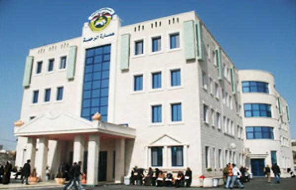 جامعة القدس المفتوحة تنظم زيارة لمقر الهلال الأحمر بسلفيت