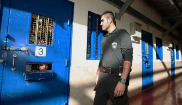 مصلحة السجون تنقل وتعزل قيادة الشعبية المضربين عن الطعام