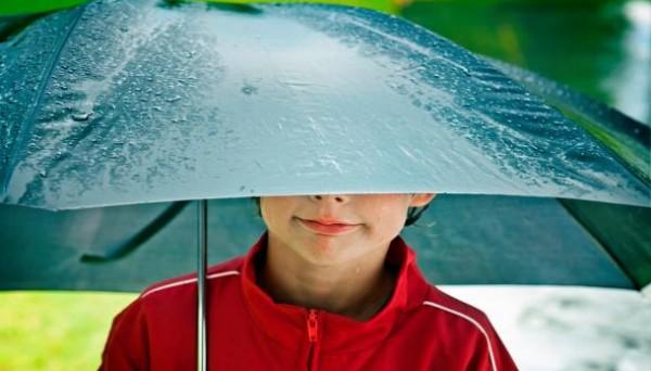 نصائح لحماية طفلك من مخاطر تقلبات الطقس