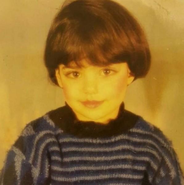 هذه الطفلة أصبحت فنانة لبنانية فائقة الجمال