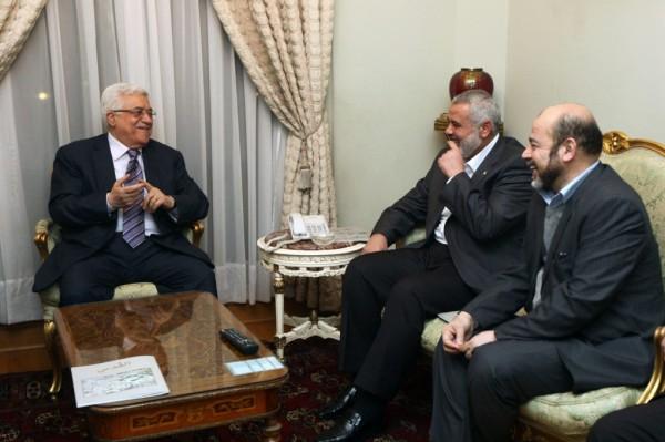 حماس: الرئيس عباس رفض دمج رواتب موظفي غزة برواتب موظفي السلطة