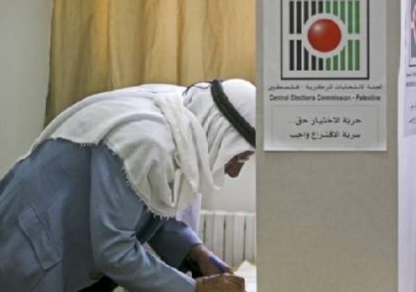 اخر الاخبار الفلسطينيون يبدأون التصويت في انتخابات بلدية بالضفة الغربية