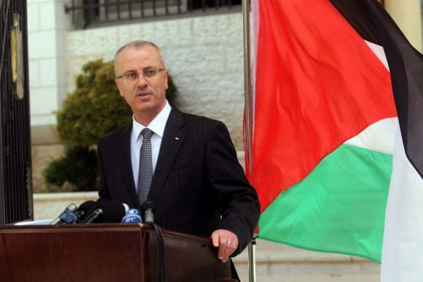 "Rami El hamdalah after he cast of his voice ""we hope from Hamas response positively to Abbas invitation"""