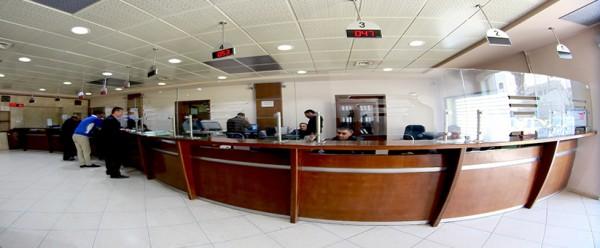 مركز خدمات الجمهور..حلقة الوصل الأقوى بين المواطن وبلدية الخليل