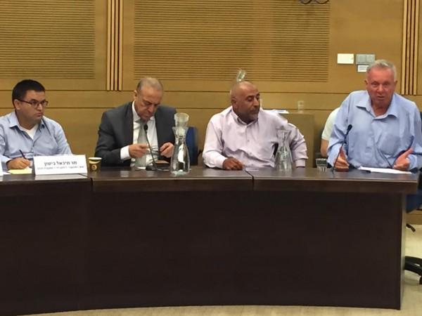 نواب العرب يطالبون بزيادة تقديم الخدمات على الشوارع الرئيسية