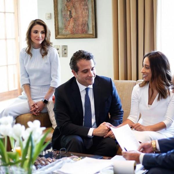 تواضع الملكة رانيا في زفاف شقيقها يشعل مواقع التواصل!