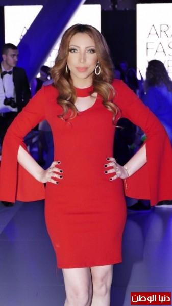 النجمة المغربية هاجر فؤاد تتألق بالاحمر في أسبوع الموضة بدبي