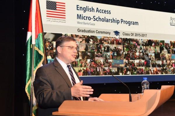 القنصلية الأمريكية العامة تخرج 1350طالب فلسطيني من برنامج اللغة الانجليزية