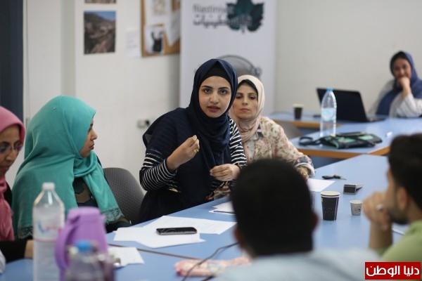 فلسطينيات تبحث تطوير برنامج المناظرات