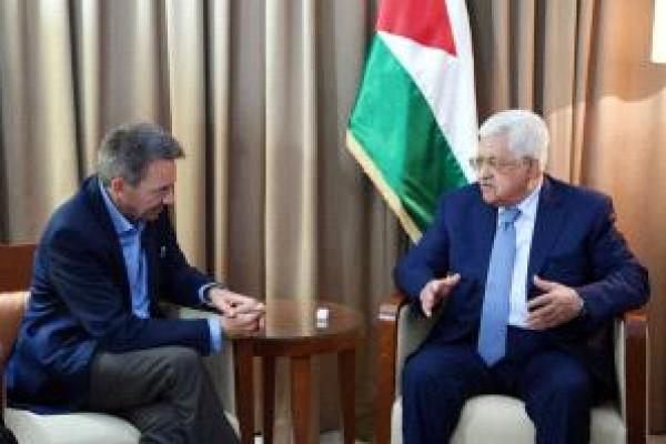 الرئيس عباس يبحث أوضاع الأسرى مع الصليب الأحمر