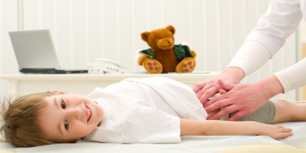 أهم العلاجات المنزلية الطبيعية لعلاج الآلم المعدة لطفلك