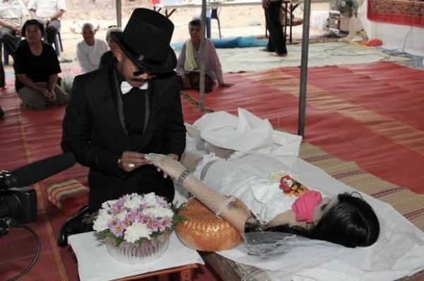أغرب عشر حالات زواج في العالم