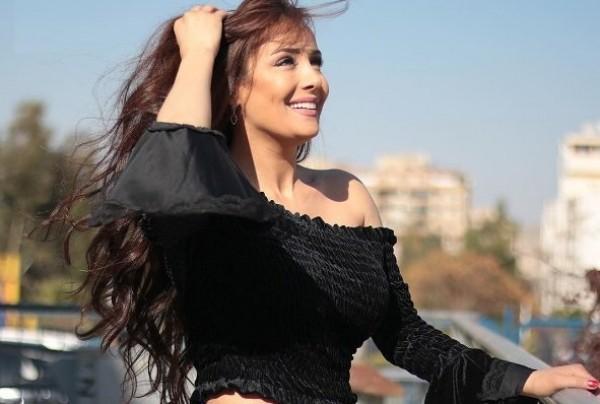 كندة حنا حورية في أحدث جلسة تصوير