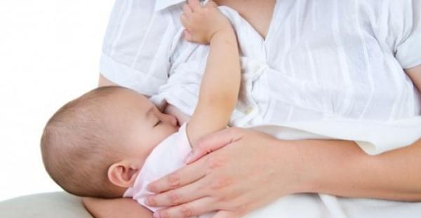 بالفيديو:طفلي يتقيأ كثيرًا بعد الرضاعة: ماذا أفعل؟