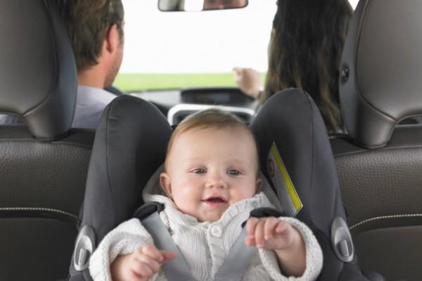 إحذري من ترك طفلك على مقعد السيارة.. إليكم الاسباب!