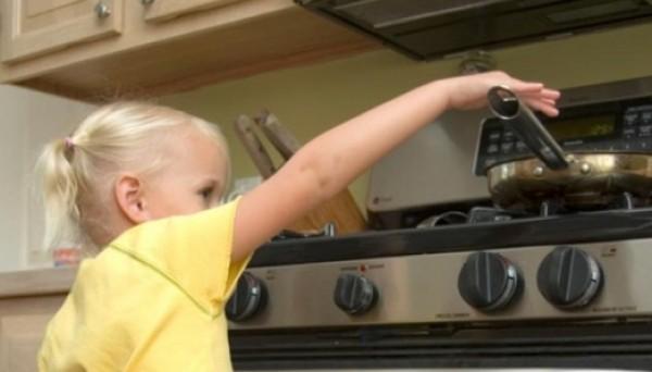 ما هي المخاطر التي تهدد حياة طفلك داخل المنزل؟