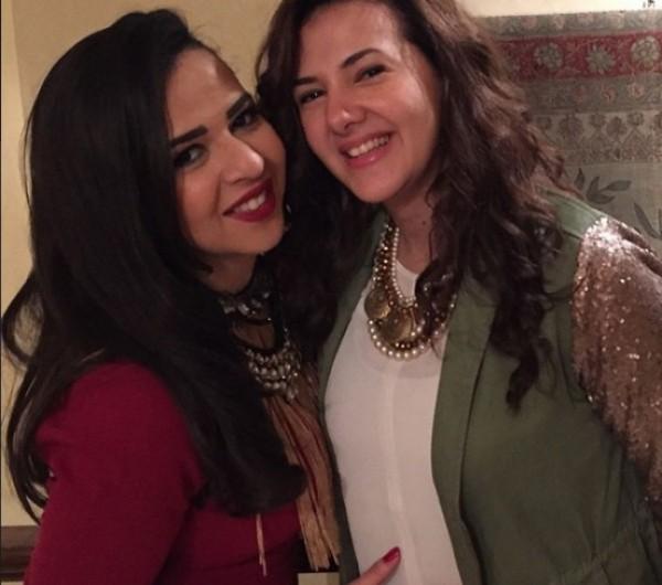 صورة نادرة لدنيا وإيمي سمير غانم أيام الكحرته