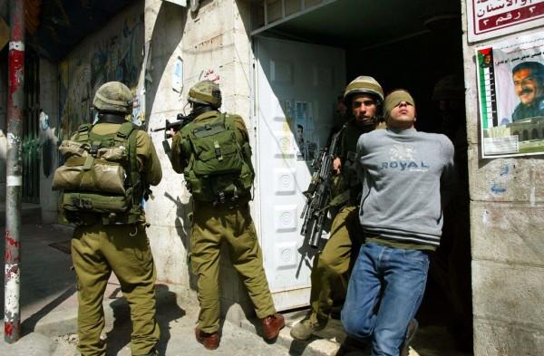 الاحتلال يعتقل شاباً من قرية سنيريا شرقي قلقيلية