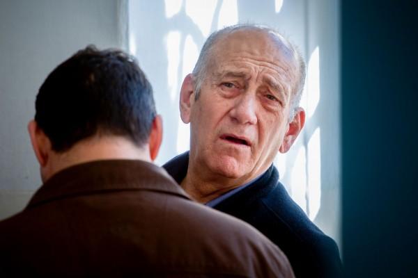 أولمرت: إسرائيل حولتني إلى خائن