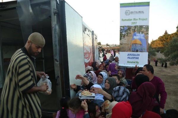 """""""يازور"""" ومؤسسة بيت المال ينفذان مشروع افطار الصائم بالمسجد الاقصى"""