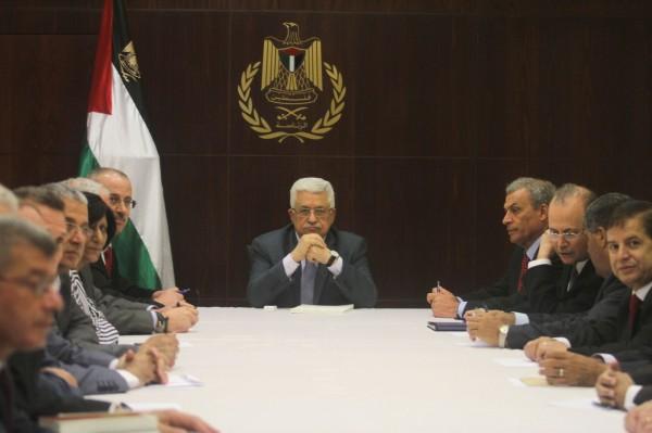 خلال اجتماع طارئ..الرئيس يطالب بحل اللجنة الإدارية بغزة ويناقش الإعمار والمصالحة