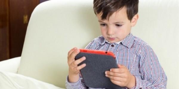 هل شاشات اللمس تنمي مهارات الطفل الحركية؟