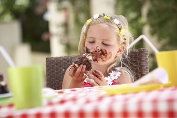 ما هي أضرار ومخاطر تناول الحلوى ؟