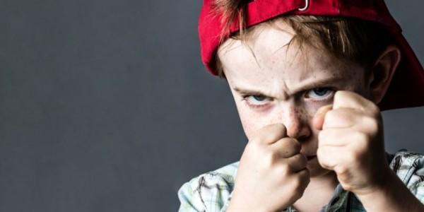 بالفيديو: كيف تتعاملين مع طفلك العنيف؟