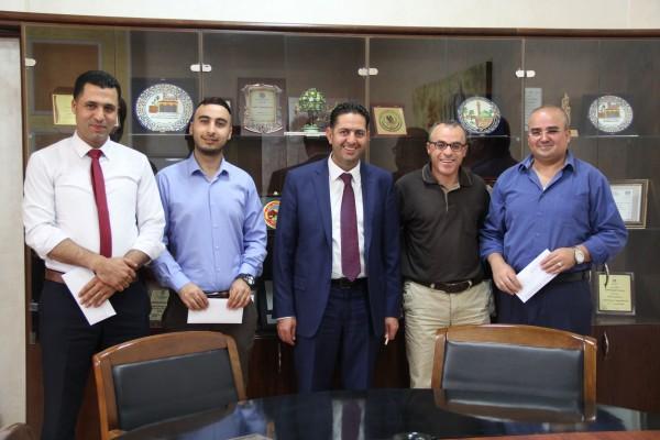 """كلية فلسطين الاهلية الجامعية تكرم لجنة تنظيم """"جائزة شطريت"""""""