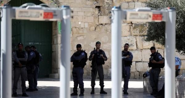نتنياهو: البوابات الإلكترونية على أبواب الأقصى لن تزال