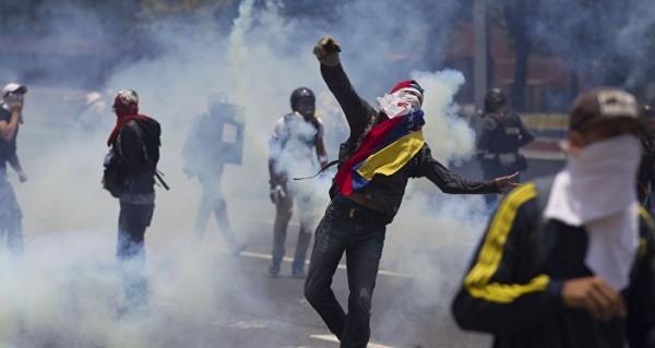 مصرع شخصين في أعمال عنف في فنزويلا