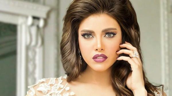 شقيقة ريهام حجاج غير المصرية تخطف الأنظار بجمالها